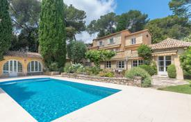 5 bedroom houses for sale in Antibes. Antibes — Beautiful provençal property