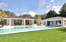 Luxury 4 bedroom houses for sale in Mougins. Mougins — New contemporay villa in gated