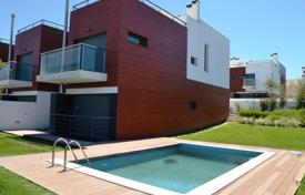 Property for sale in Portugal. Modern townhouse with garden and swimming pool in a condo in Oeiras, Portugal