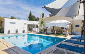 Houses for sale in Faro. 3 + 1 bedroom villa with pool and nice outside space near Tavira