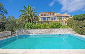 6 bedroom houses for sale in Antibes. Villa – Antibes, Côte d'Azur (French Riviera), France