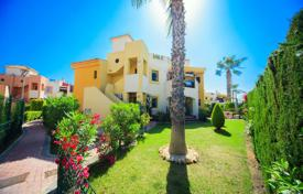 2 bedroom apartments for sale in Costa Blanca. Furnished apartment with south facing windows, a terrace and a solarium, Punta Prima, Spain