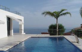 3 bedroom houses by the sea for sale in Valencia. Ultra-modern style villa of 6 bedrooms with private pool boasting sea-views in Altea