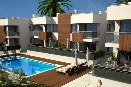 Cheap apartments with pools for sale in Spain. Apartment with private solarium in first line of the beach in Mazarrón