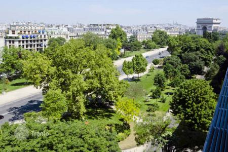 2 bedroom apartments for sale in 16th arrondissement of Paris. Paris 16th District – Prestigious Avenue Foch, between the Arc de Triomphe and the Bois de Boulogne