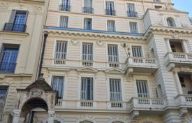 3 bedroom apartments for sale in Nice. Carré d'or, 50 meters to the sea, open view on garden, original Belle Epoque palace with parking