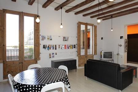 Apartments for sale in Ciutat Vella. Designer apartment with 5 bedrooms and a terrace in the Gothic Quarter, Barcelona