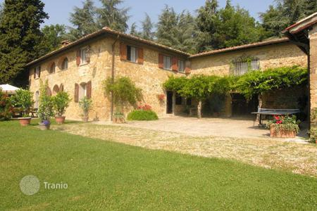 Villas and houses for rent with swimming pools in Grezzano. Villa – Grezzano, Tuscany, Italy