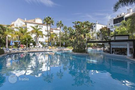 2 bedroom apartments for sale in Costa del Sol. Lovely apartment with wonderful sea views in Jardines de las Golondrinas only a few metres away from the beach