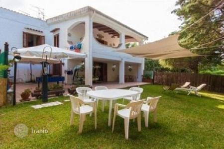 Apartments for sale in Sicily. Apartment with a garden in a villa, at 200 m from the sea, in Scopello, Sicily, Italy
