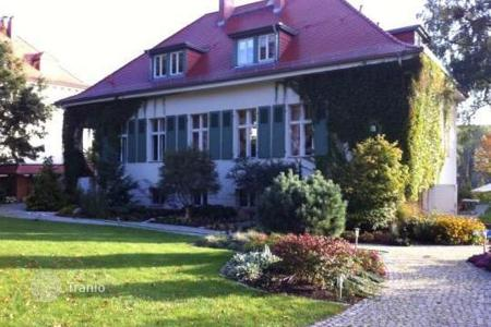 4 bedroom houses for sale in Germany. 2-level villa in the region of Potsdam
