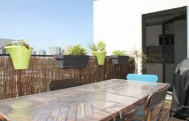 New homes for sale in Ile-de-France. Modern apartment with a terrace, in a new residential complex, surrounded by a beautiful natural landscape, Nanterre, France