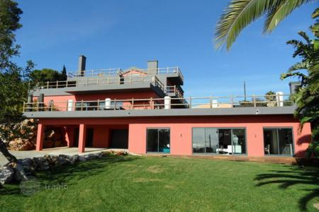 Luxury houses for sale in Cascais. Villa with the author's design in Cascais, near Palmela Park