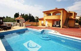 6 bedroom houses by the sea for sale in Istria County. Townhome – Pula, Istria County, Croatia