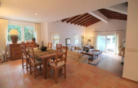 Luxury 4 bedroom houses for sale in Majorca (Mallorca). Villa – Calvia, Balearic Islands, Spain