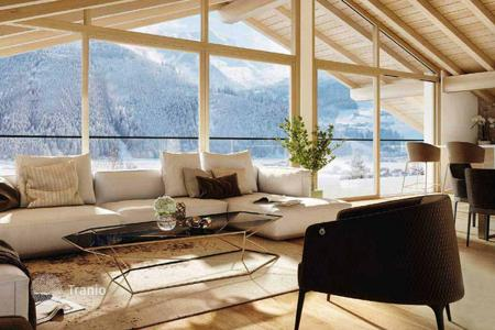 4 bedroom apartments for sale in Austrian Alps. Penthouse with a sauna and four bedrooms in 300 meters from the ski lift, Hollersbach, Salzburg. The rent is possible, but not required!
