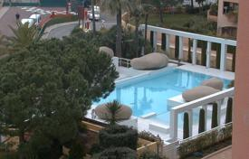Property for sale in Monaco. Two-bedroom apartment in a residence with swimming pool
