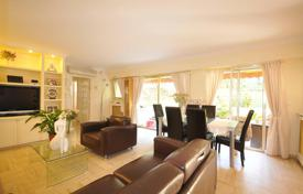 Cheap 2 bedroom apartments for sale in Côte d'Azur (French Riviera). Spacious apartment with a terrace and a garden view in a beautiful residence with a park, Cannes, France