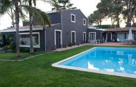 Houses with pools for sale in Sicily. Elegant villa with pool and garden in San Giovanni La Punta, Sicily