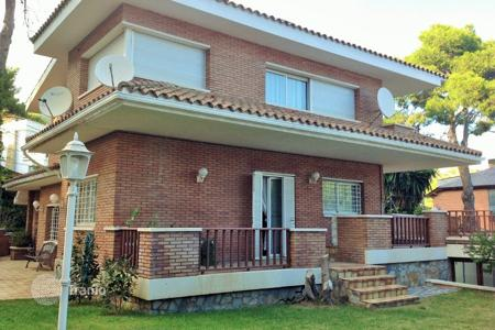 Property for sale in Castelldefels. Family house on sale in Montemar area of Castelldefels