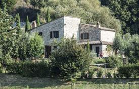 Stone two-storey villa with a pool in Cetona, Tuscany, Italy for 685,000 €