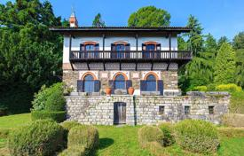 Luxury houses for sale in Stresa. Maggiore lake. Stresa. Villa with a marvelous lake view