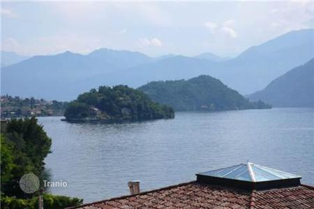Coastal property for sale in Sala Comacina. Villa – Sala Comacina, Lombardy, Italy