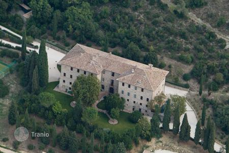 Luxury houses with pools for sale in Umbria. Ancient Estate for sale in Umbria