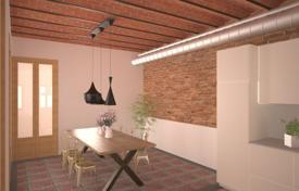 Property for sale in Spain. Renovated two-bedroom apartment with balconies in the city center, Barcelona, Spain