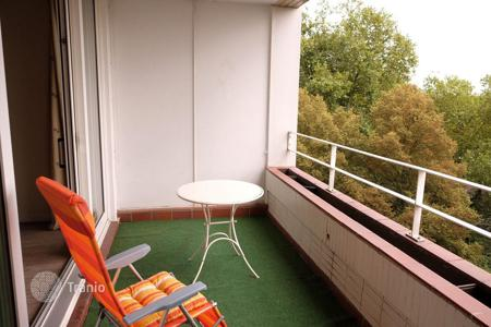 1 bedroom apartments for sale in North Rhine-Westphalia. Comfortable apartment with a balcony, near the park and the Rhine promenade, Dusseldorf, Germany
