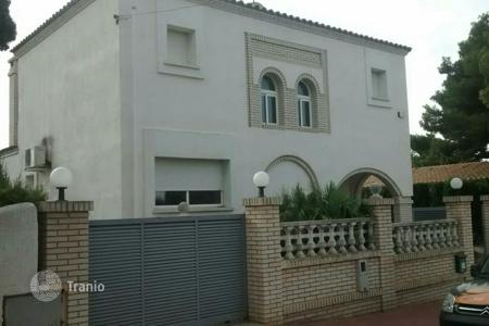 Foreclosed 4 bedroom houses for sale in Tarragona. Villa – Tarragona, Catalonia, Spain