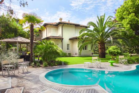 Houses with pools by the sea for sale in Tuscany. Furnished Mediterranean style villa with pool and garden, 500 m from the beach in Forte dei Marmi, Tuscany, Italy