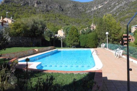 Townhouses for sale in Costa del Garraf. Terraced house – Sitges, Catalonia, Spain