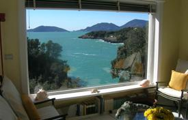 Luxury houses with pools for sale in Liguria. An exclusive property by the sea in Lerici, Liguria