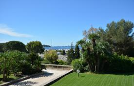 Apartments for sale in Antibes. 3 bedroom apartment with sea views near the beach