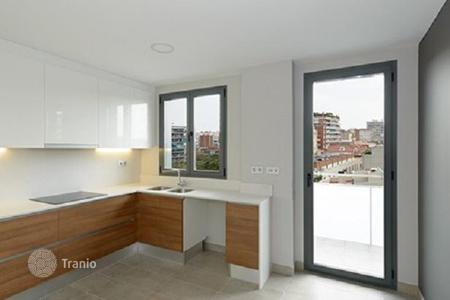 New homes for sale in Barcelona. Three bedroom apartment in a new house with a swimming pool in Barcelona, district of Les Corts
