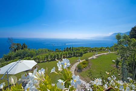 Villas and houses for rent with swimming pools in Campania. Villa Masa