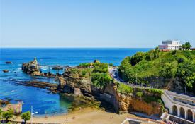 Property for sale in Biarritz. Two-bedroom apartment with a panoramic view of the sea, Biarritz, Aquitaine, France