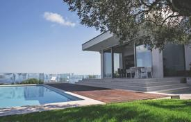 This is a superb contemporary villa in the peaceful village of Malija, just 5km form Portoroz and Izola with 180 degree sea views for 1,880,000 €