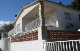 Houses with pools by the sea for sale in Costa Brava. Villa with garden and barbecue zone, in 500 m from the beach, in Lloret de Mar, Girona, Spain