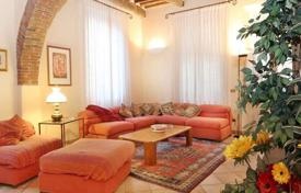 Apartment with a garden in the historical center of Lucca, Tuscany, Italy for 850,000 €