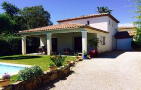 4 bedroom houses for sale in Provence - Alpes - Cote d'Azur. Villa with pool in Juan les Pins, Cap d'Antibes