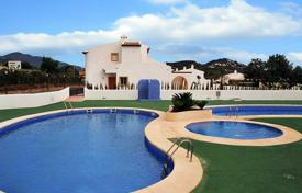Cheap townhouses for sale in Spain. Semi-detached villa near the beach in Calpe