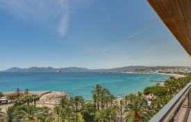 Luxury 2 bedroom apartments for sale in Côte d'Azur (French Riviera). Cozy apartment with a sea view, a terrace and a garage, Cannes, France