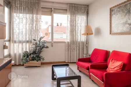 Residential for sale in Sant Andreu. Cozy and sunny apartment in a quiet area of Sant Andreu, next to Meridian Avenue, Barcelona