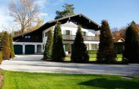 Luxury residential for sale in Bavaria. Comfortable villa with a garden and a garage in the prestigious district of Grünwald, Munich, Germany