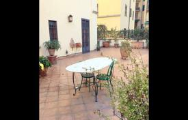 4 bedroom apartments for sale in Tuscany. Classical style apartment with a large terrace, Florence, Tuscany, Italy