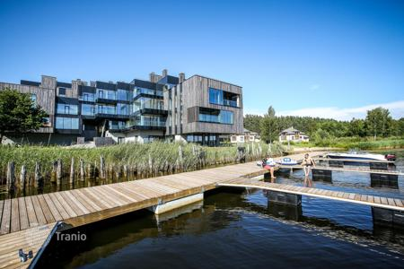 3 bedroom apartments for sale in Latvia. Spacious apartment on the lake in the suburbs of Riga