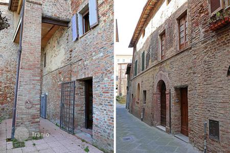 Cheap apartments for sale in Italy. Apartment in the historical center of Città della Pieve
