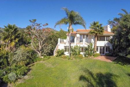 Luxury 4 bedroom houses for sale in North America. Designer villa in Malibu